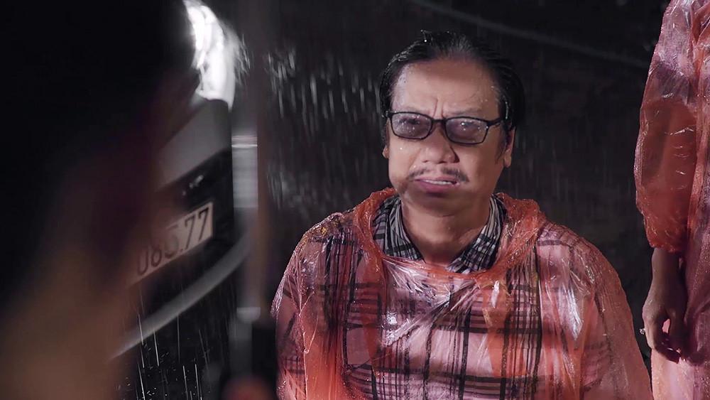 'Gạo nếp gạo tẻ' tập 92: Cha quỳ gối dưới mưa, xin chủ nợ tha cho Hân Ảnh 2