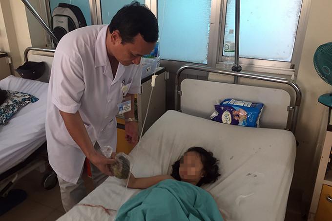Bàng hoàng hai khối u toàn tóc trong ruột bé gái 7 tuổi ở Khánh Hòa Ảnh 1