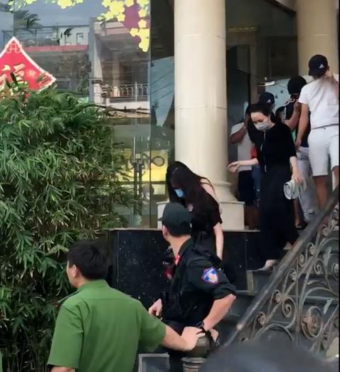 Phát hiện nhiều loại ma túy trong quán karaoke Luxury ở Nha Trang Ảnh 1