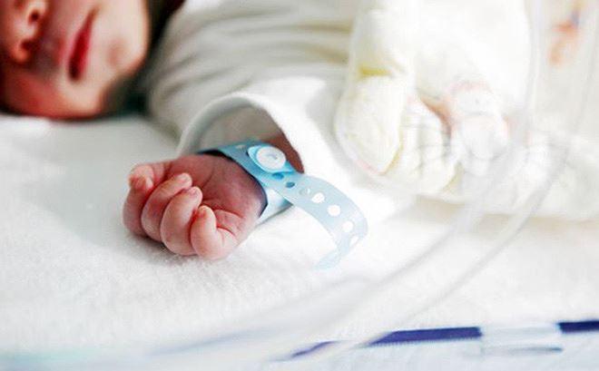 Bé sơ sinh 4kg hôn mê, liệt một tay do bác sĩ cho sản phụ sinh thường? ảnh 1