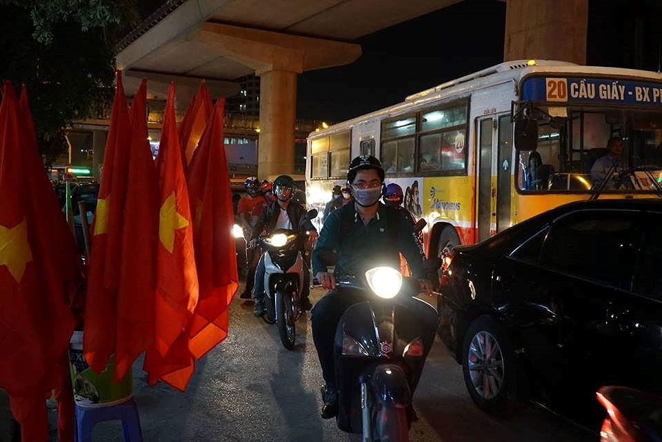 Giao thông Hà Nội tê liệt trước trận Việt Nam - Philippines Ảnh 7