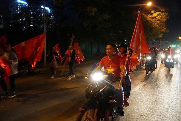 Giao thông Hà Nội tê liệt trước trận Việt Nam - Philippines Ảnh 8