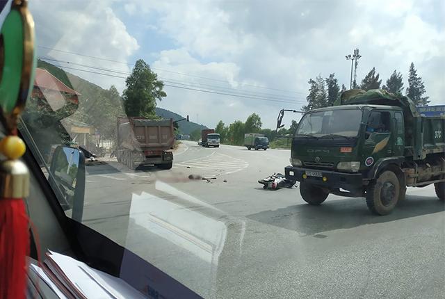 Người bị xe tải cán ở Nam Cấm: Vừa đi chăm vợ ốm về Ảnh 1