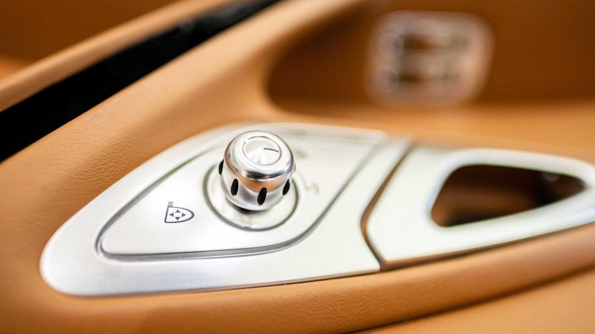 Chi tiết bộ nội thất trị giá 150.000 USD của Bugatti Veyron Ảnh 4