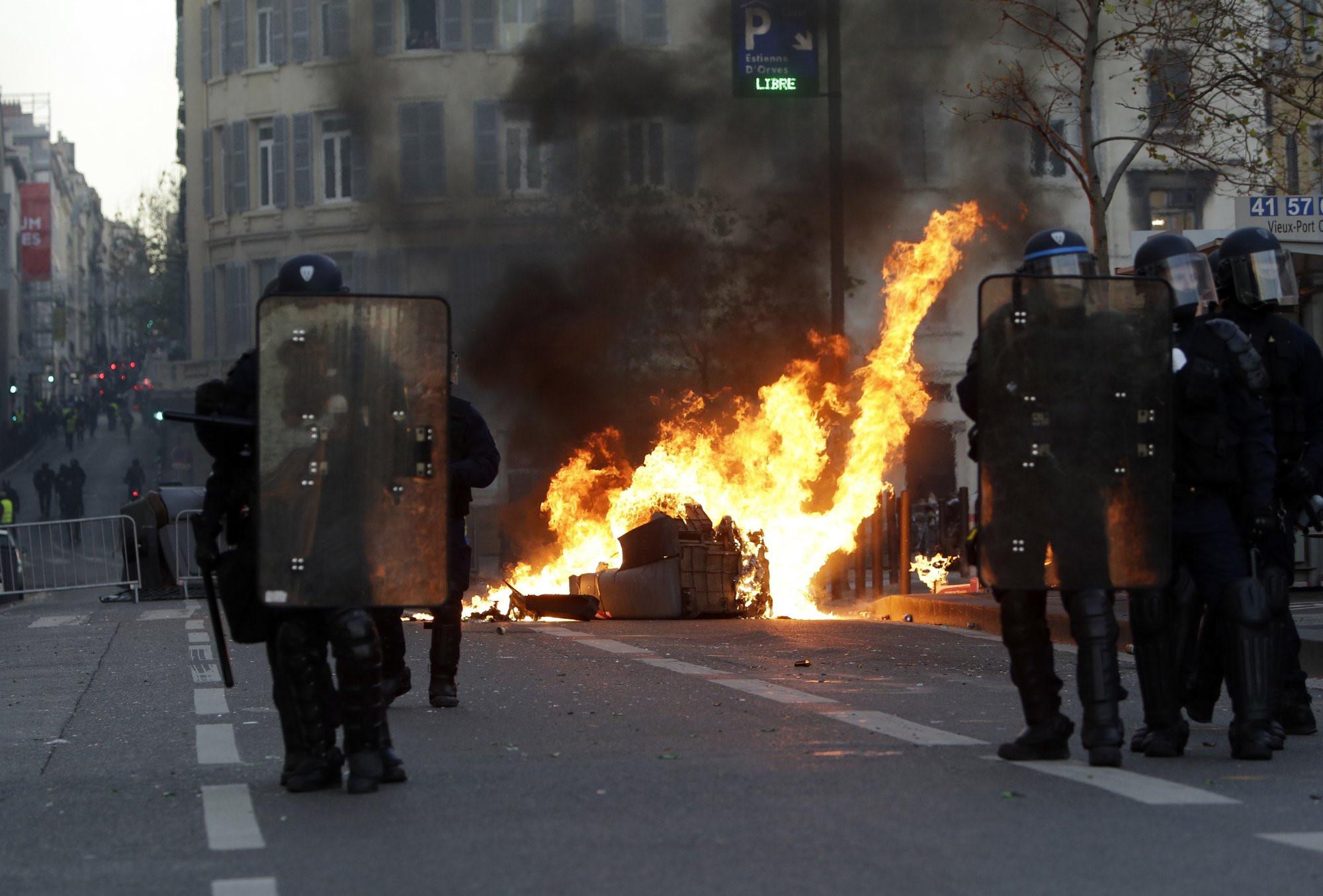 Pháp lo sợ bạo loạn thành 'thảm họa', bắt giữ hơn 1.700 người