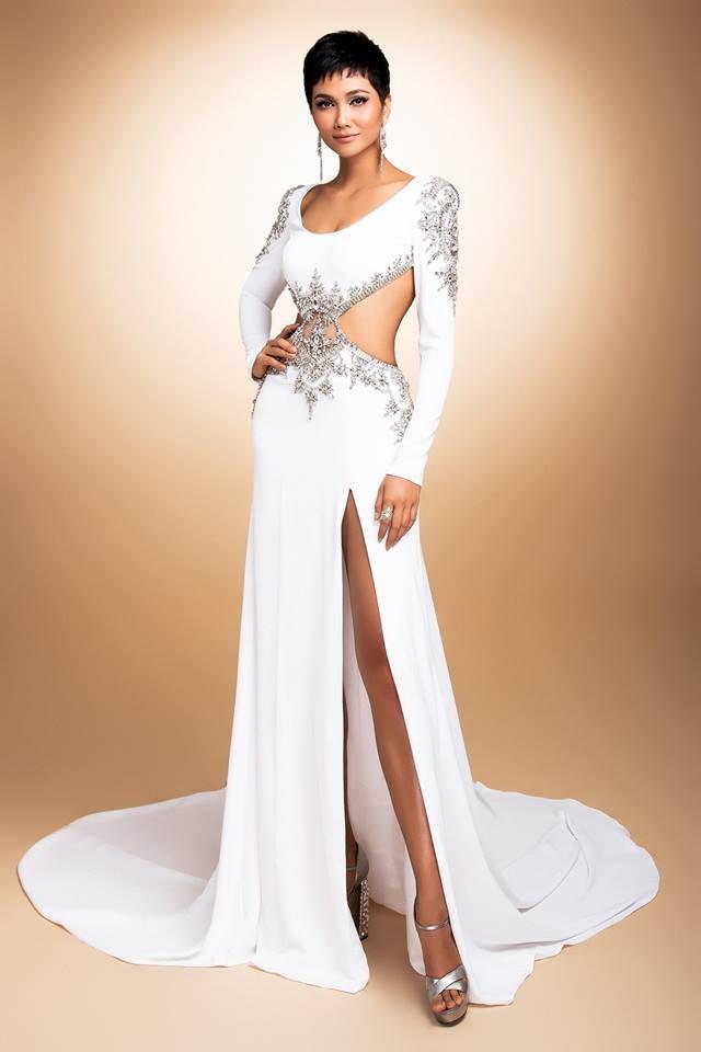 H'Hen Niê thử váy dạ hội, đẹp bí ẩn như nữ hoàng Ai Cập cổ đại Ảnh 7