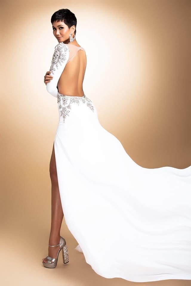 H'Hen Niê thử váy dạ hội, đẹp bí ẩn như nữ hoàng Ai Cập cổ đại Ảnh 5