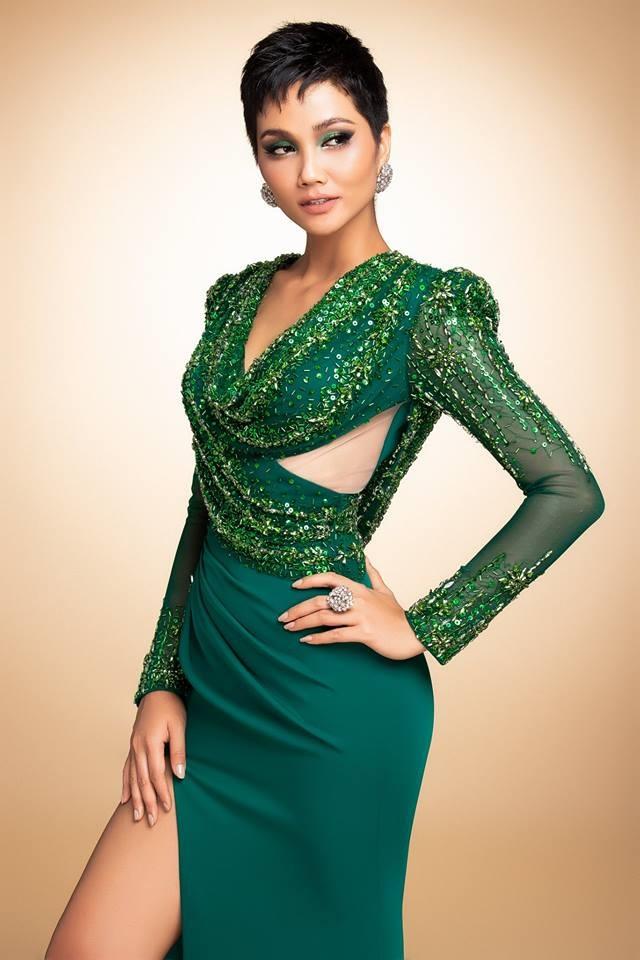 H'Hen Niê thử váy dạ hội, đẹp bí ẩn như nữ hoàng Ai Cập cổ đại Ảnh 2