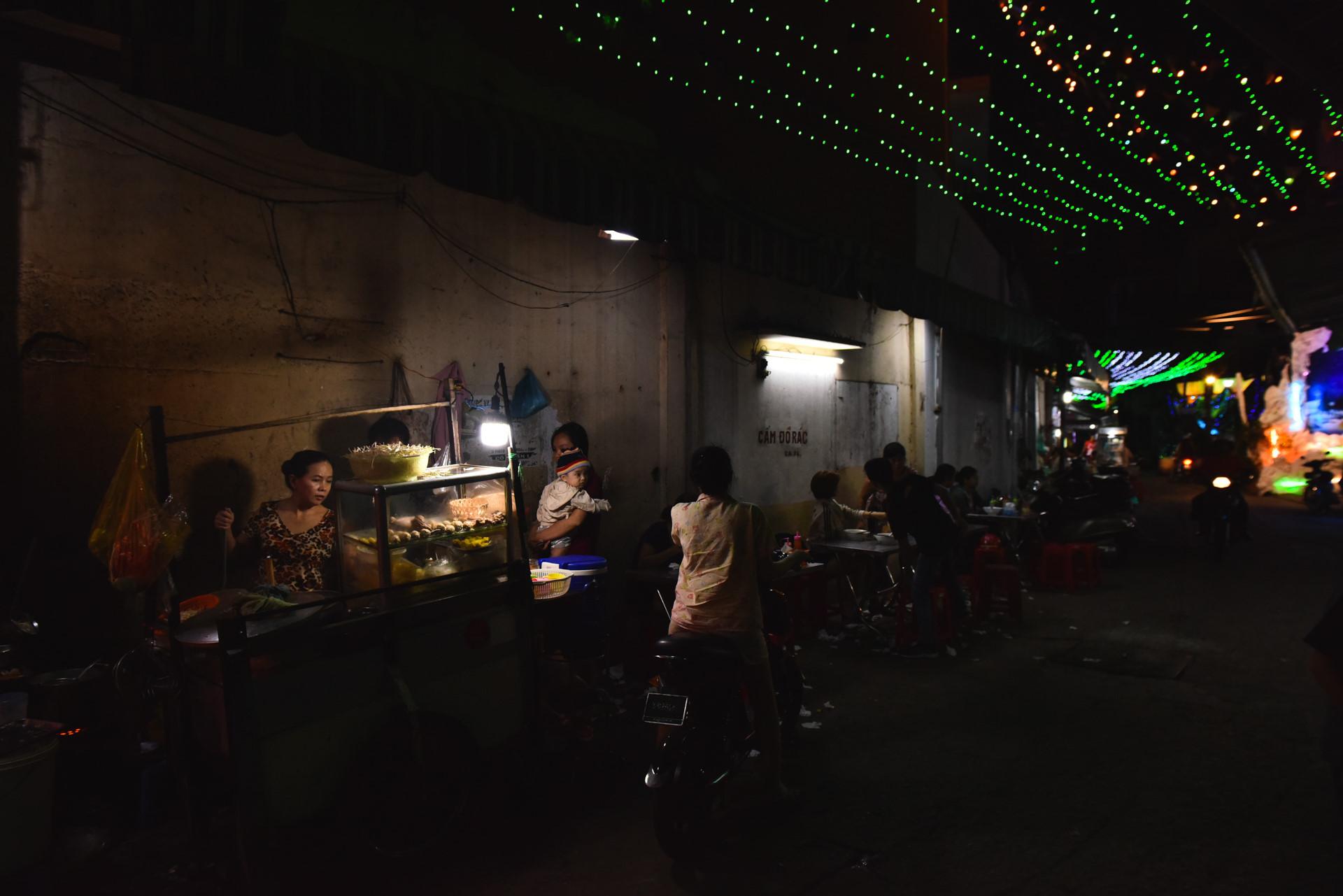 Có một giáng sinh lặng lẽ trong những con hẻm Sài Gòn Ảnh 7