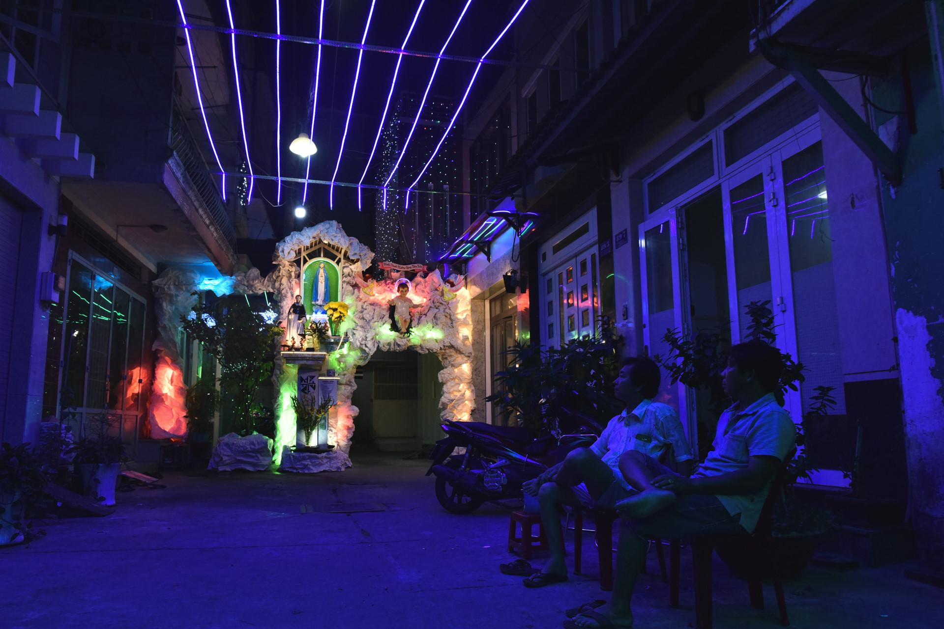 Có một giáng sinh lặng lẽ trong những con hẻm Sài Gòn Ảnh 6