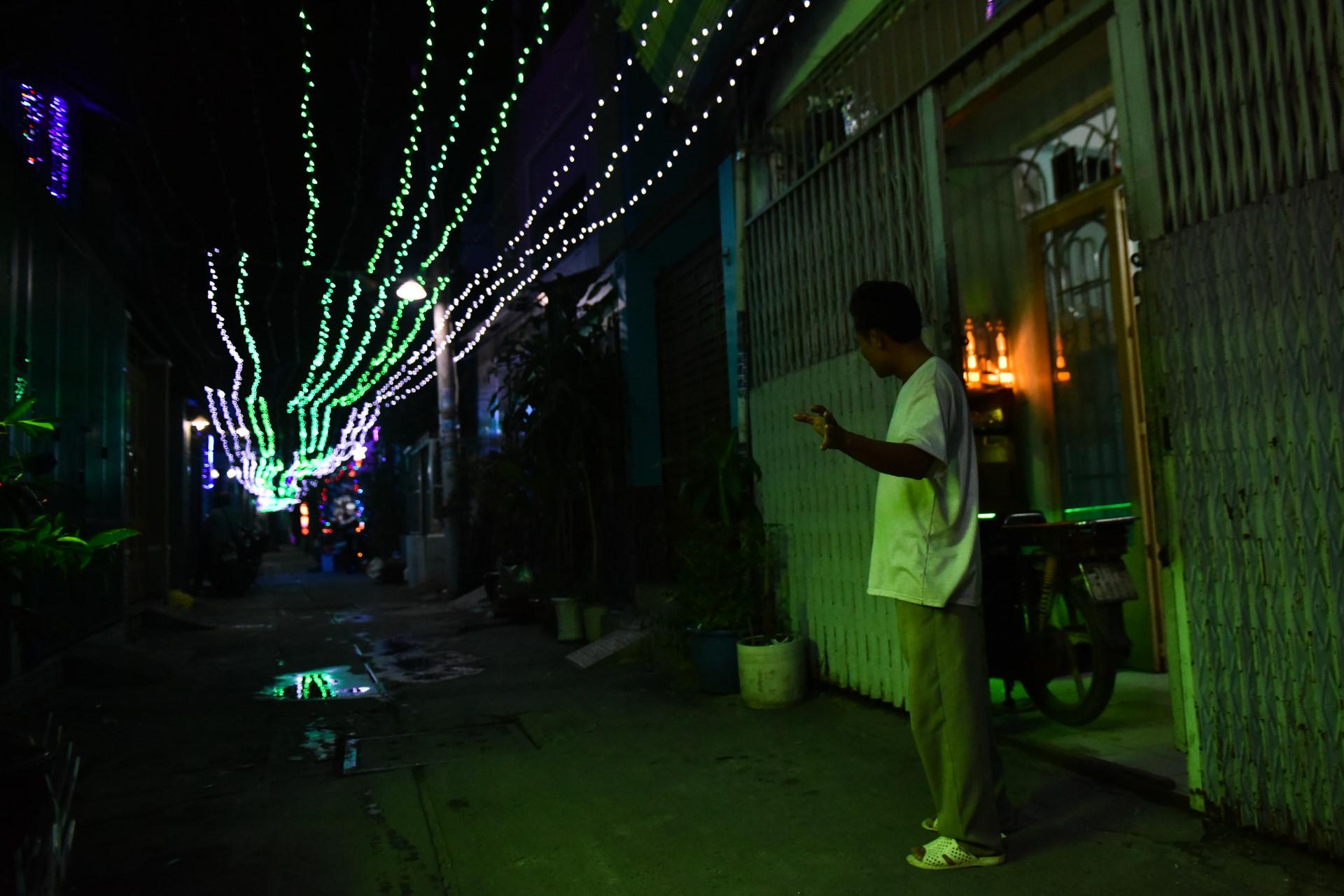 Có một giáng sinh lặng lẽ trong những con hẻm Sài Gòn Ảnh 4