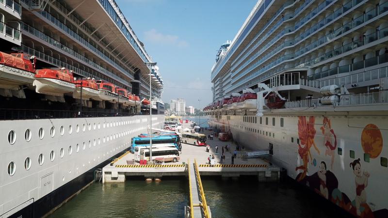 Cảng tàu khách Quốc tế Hạ Long lần đầu đón 2 tàu biển Ảnh 2