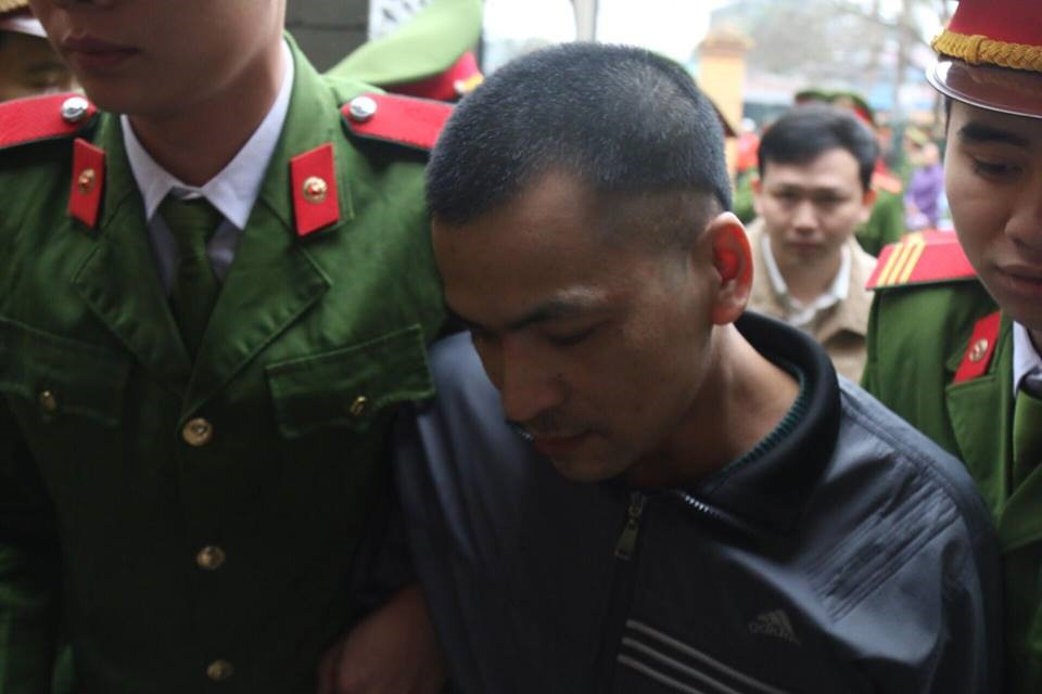 Các bị cáo đều có mặt tại tòa, trừ bác sĩ Hoàng Công Lương Ảnh 7