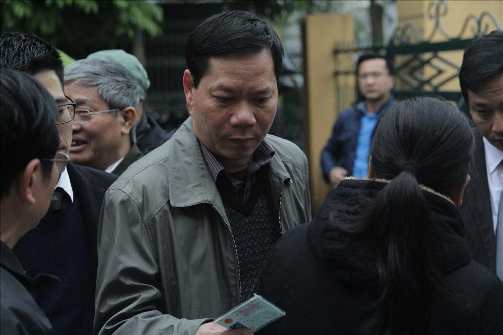 Các bị cáo đều có mặt tại tòa, trừ bác sĩ Hoàng Công Lương Ảnh 3
