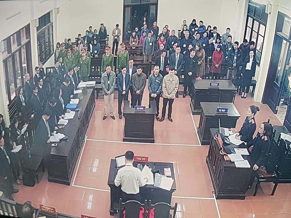 Các bị cáo đều có mặt tại tòa, trừ bác sĩ Hoàng Công Lương Ảnh 9
