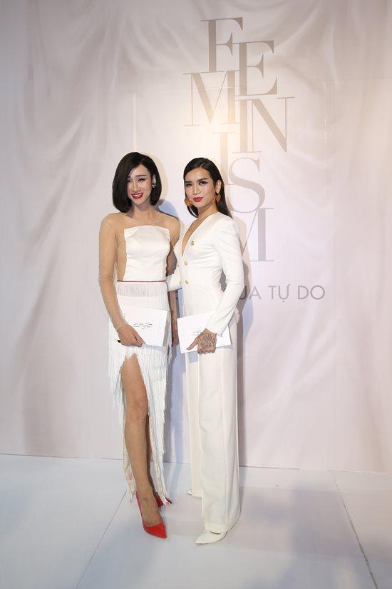 Jolie Nguyễn diện đầm xẻ sâu hút tại fashion show Ảnh 7