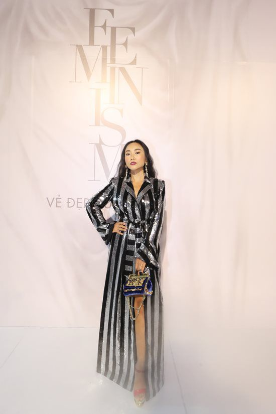 Jolie Nguyễn diện đầm xẻ sâu hút tại fashion show Ảnh 6