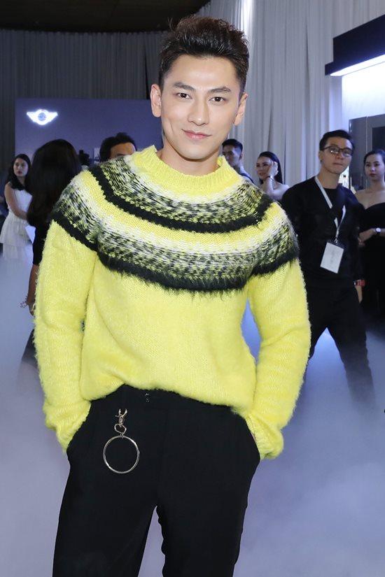 Jolie Nguyễn diện đầm xẻ sâu hút tại fashion show Ảnh 9