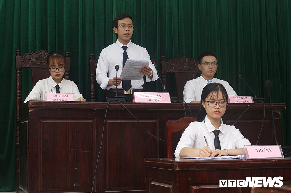 Sinh viên nhập vai, tranh tụng gay cấn trong phiên xử 'kỳ án đồi thông' Ảnh 3