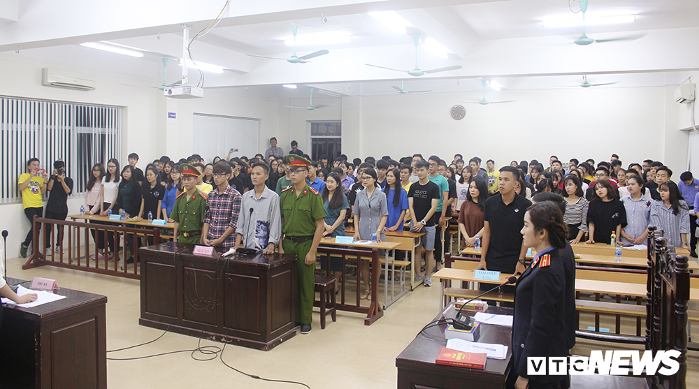 Sinh viên nhập vai, tranh tụng gay cấn trong phiên xử 'kỳ án đồi thông' Ảnh 1