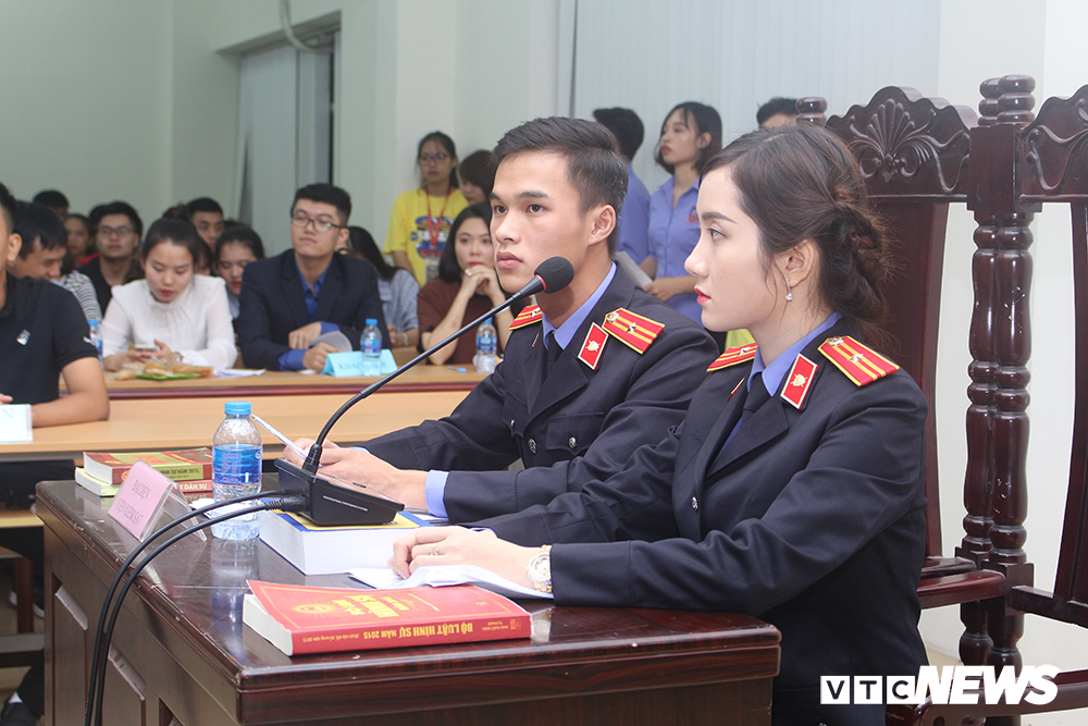 Sinh viên nhập vai, tranh tụng gay cấn trong phiên xử 'kỳ án đồi thông' Ảnh 9