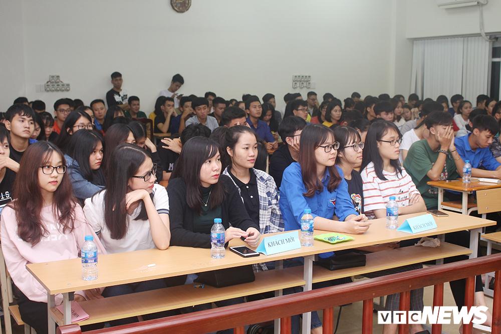 Sinh viên nhập vai, tranh tụng gay cấn trong phiên xử 'kỳ án đồi thông' Ảnh 2