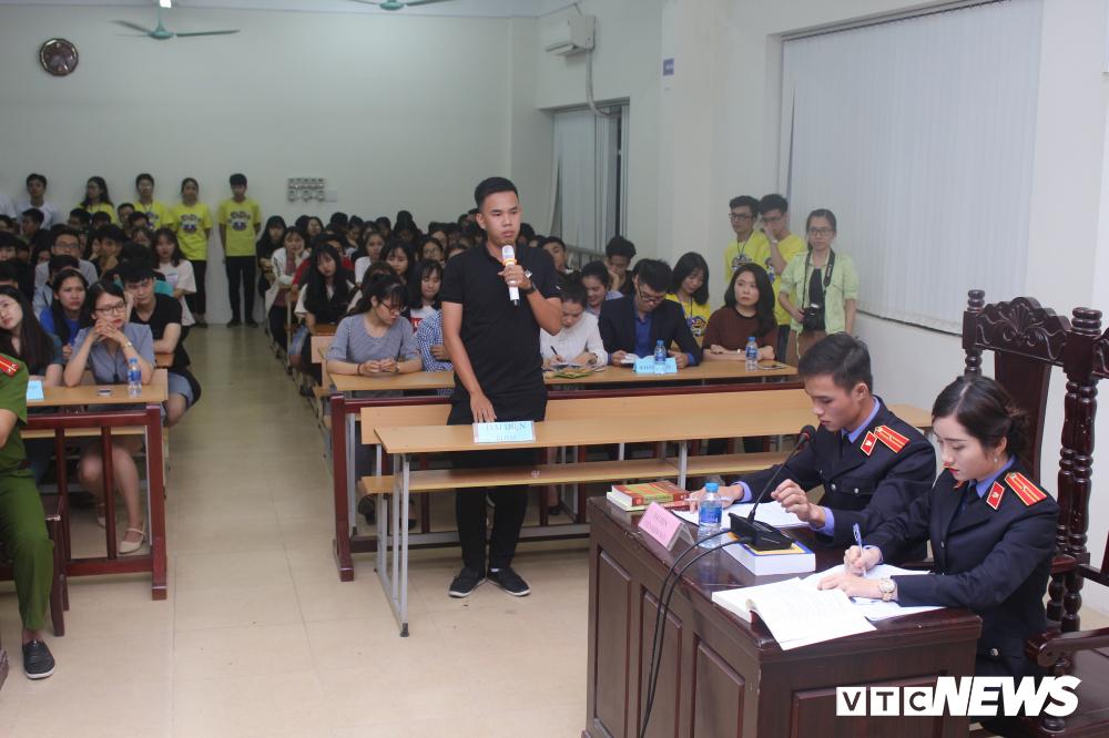 Sinh viên nhập vai, tranh tụng gay cấn trong phiên xử 'kỳ án đồi thông' Ảnh 7