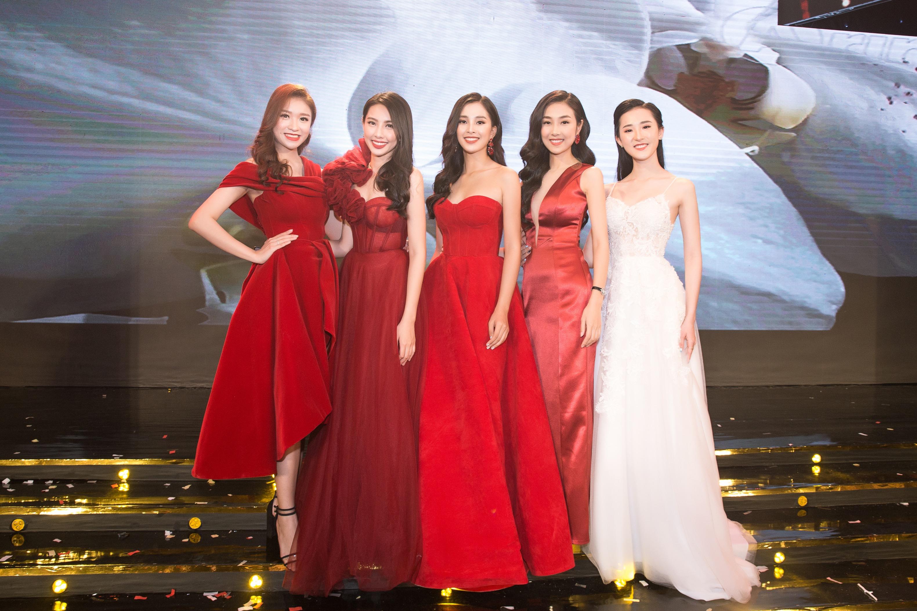 Hoa hậu Tiểu Vy mặc đầm cúp ngực quyến rũ khó tả Ảnh 9