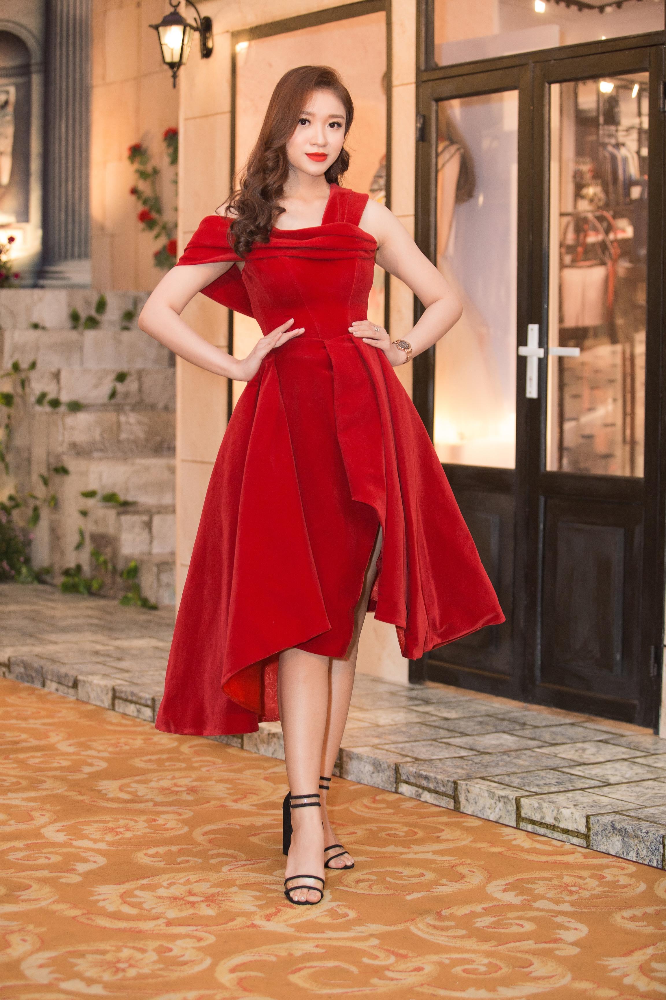 Hoa hậu Tiểu Vy mặc đầm cúp ngực quyến rũ khó tả Ảnh 6