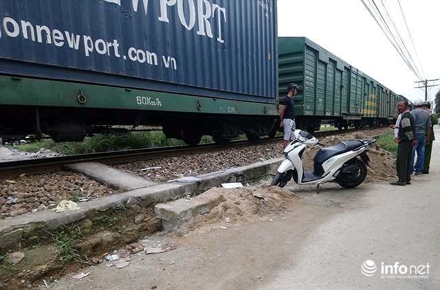 Huế: Chuẩn bị vượt qua đường ray, một phụ nữ bị tàu hỏa tông 1 nguy kịch Ảnh 1