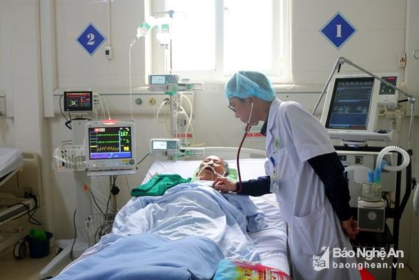 Bệnh viện ĐK Thành phố Vinh cứu sống bệnh nhân sốc tim, sốc nhiễm khuẩn nguy kịch Ảnh 1