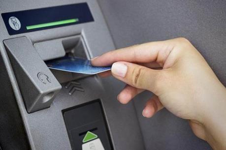 Lộ trình chuyển đổi thẻ ATM làm bằng thẻ từ sang thẻ chip ảnh 1
