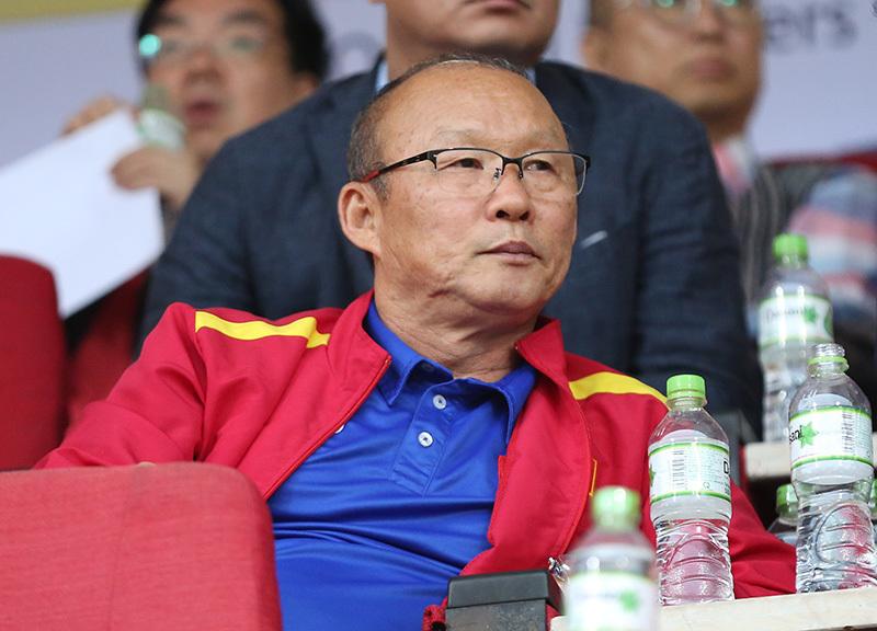 HLV Lê Thụy Hải: 'Ông Park cứ mang vàng SEA Games về đã...' Ảnh 1