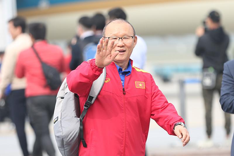 HLV Lê Thụy Hải: 'Ông Park cứ mang vàng SEA Games về đã...' Ảnh 2