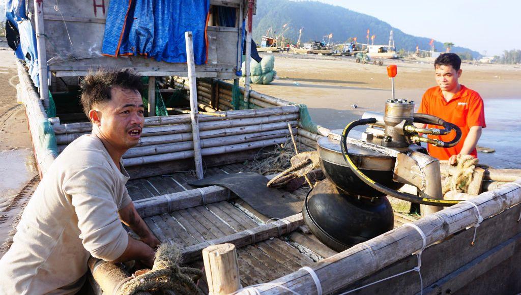 Ngư dân Thanh Hóa hồ hởi ra biển săn 'vàng trắng' Ảnh 5