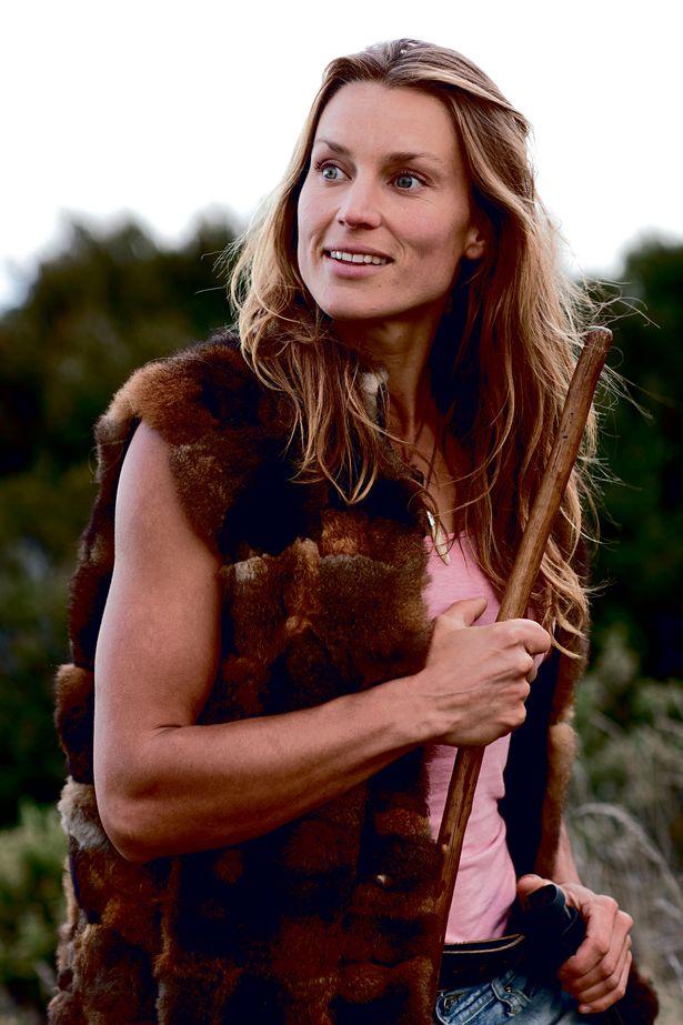 Bỏ nghề giáo viên, người phụ nữ New Zealand vào rừng làm 'Tarzan phiên bản nữ' Ảnh 1