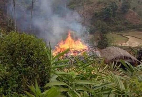 Phóng hỏa đốt nhà bố vợ rồi nhảy vào đám cháy tự thiêu Ảnh 1