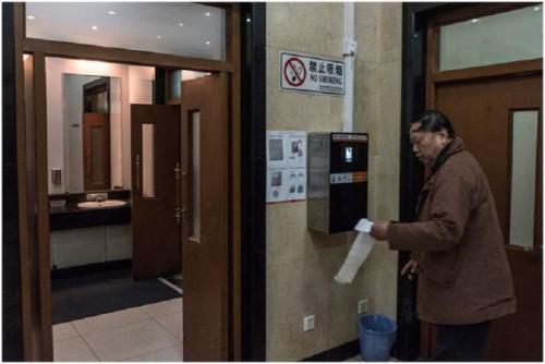 Trung Quốc chống trộm giấy vệ sinh bằng công nghệ nhận diện khuôn mặt Ảnh 1