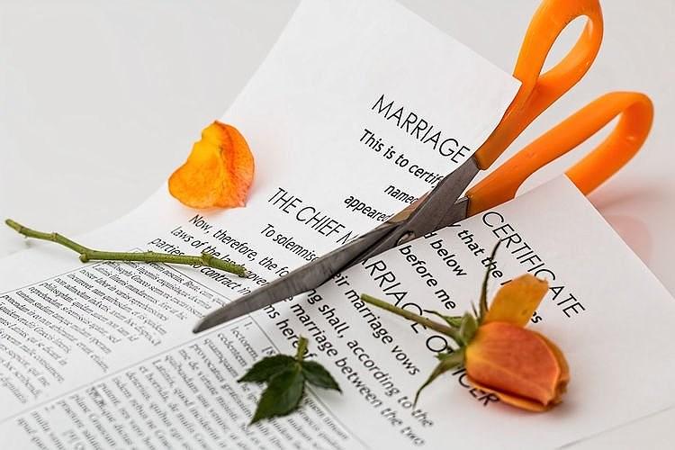 Người phụ nữ ly hôn chồng chỉ 3 phút sau khi kết hôn với anh ta Ảnh 1