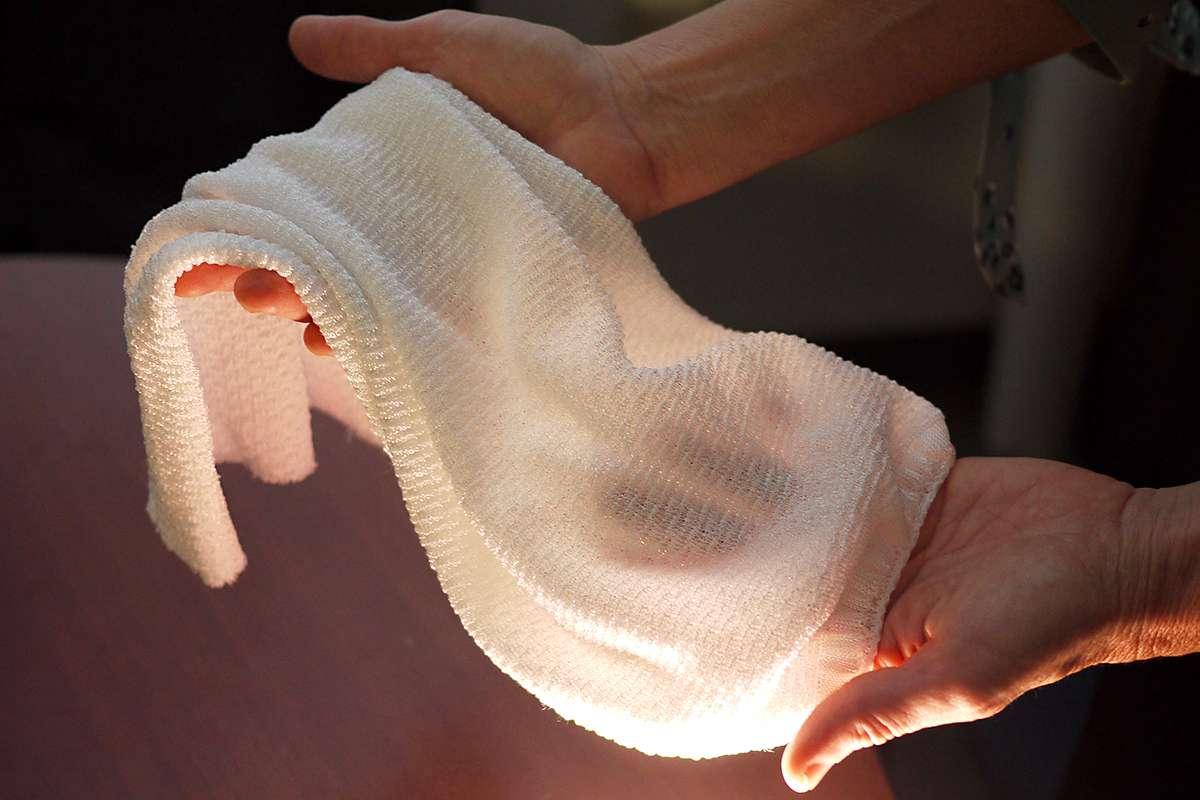 Độc đáo loại vải biết 'lắng nghe' cơ thể, tự làm mát và sưởi ấm người mặc Ảnh 1