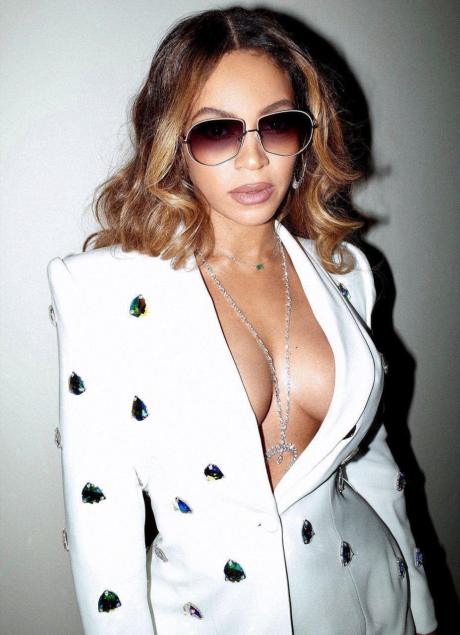 Không nội y, Beyonce khiến người xem 'bỏng mắt' trong loạt ảnh mới Ảnh 4