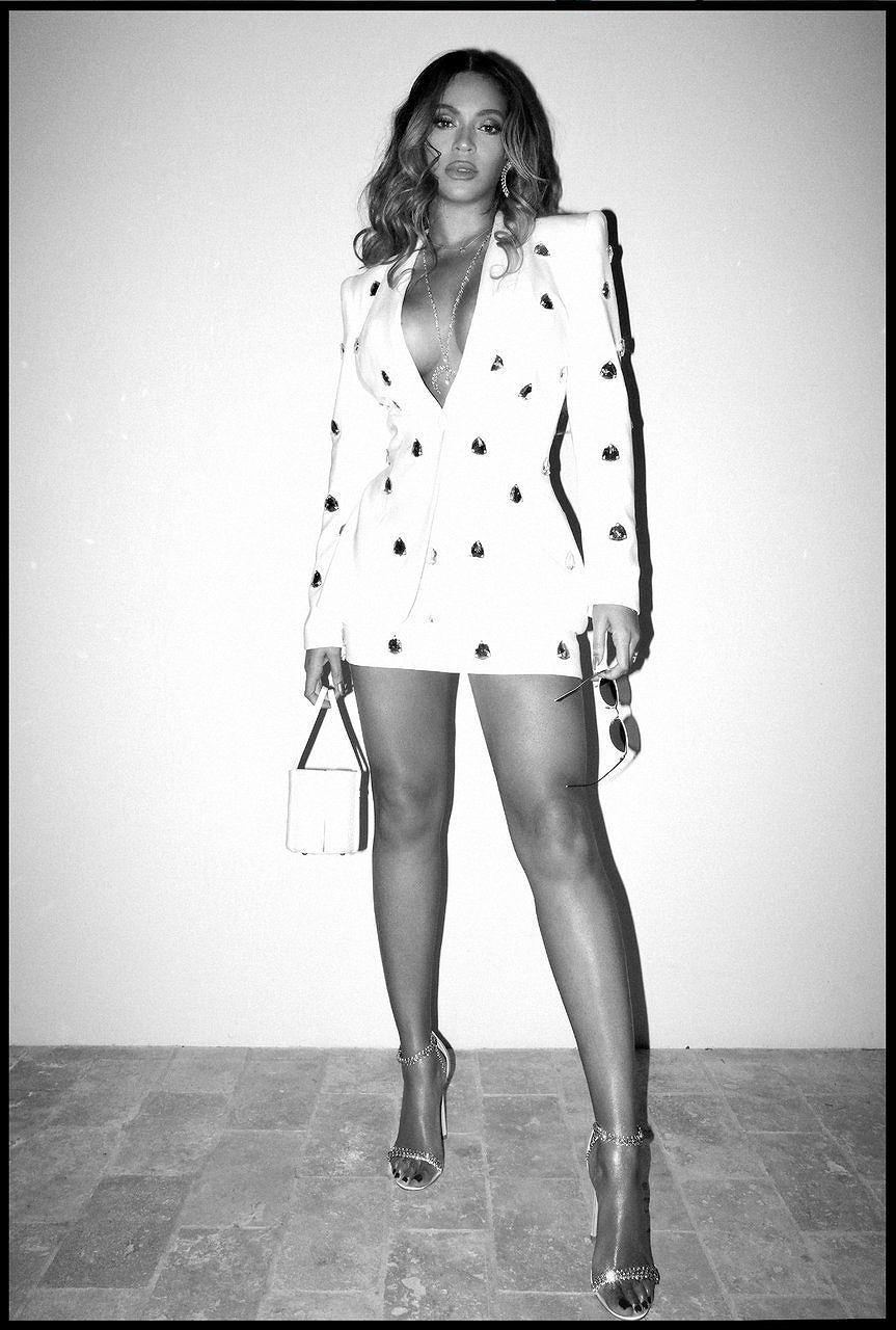 Không nội y, Beyonce khiến người xem 'bỏng mắt' trong loạt ảnh mới Ảnh 8