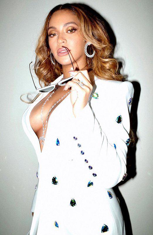 Không nội y, Beyonce khiến người xem 'bỏng mắt' trong loạt ảnh mới Ảnh 1