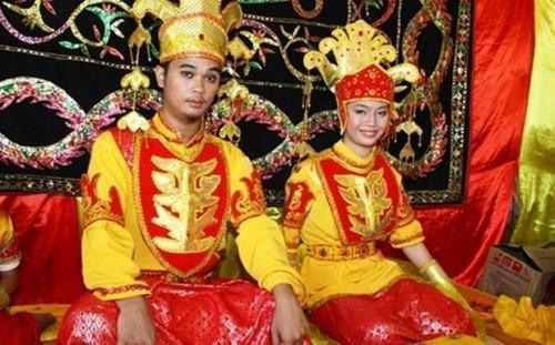 Những hủ tục bi hài khiến cô dâu chú rể bị hành hạ dã man trong ngày cưới Ảnh 4