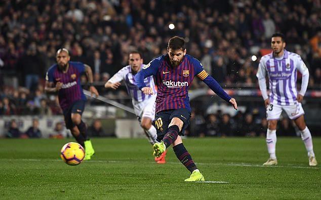 Đá hỏng 11m, Messi vẫn sắm vai người hùng Barca Ảnh 1
