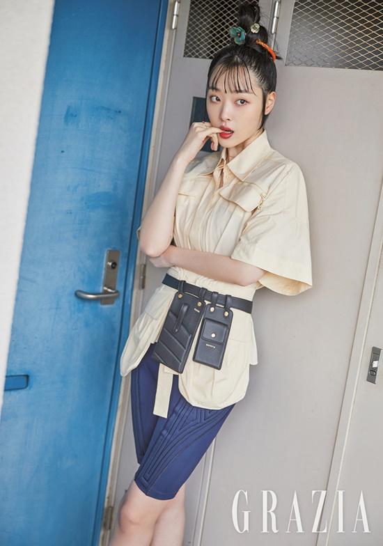 Sulli xinh ngất trong ảnh tạp chí, K-net tố Kim Bora của 'SKY Castle' sao chép phong cách của cô Ảnh 2