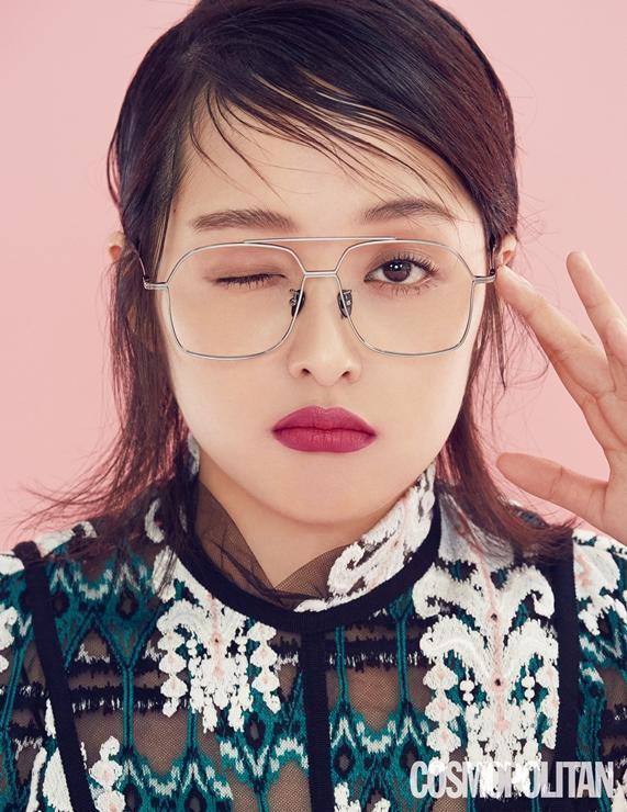 Sulli xinh ngất trong ảnh tạp chí, K-net tố Kim Bora của 'SKY Castle' sao chép phong cách của cô Ảnh 10