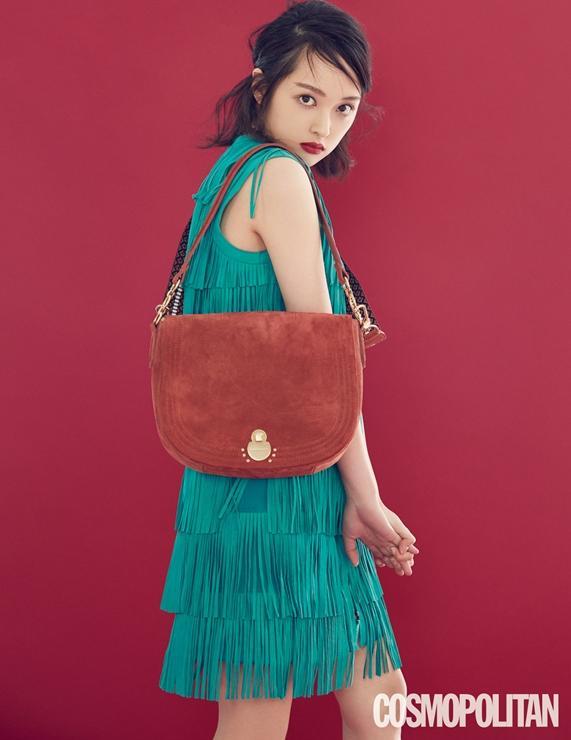 Sulli xinh ngất trong ảnh tạp chí, K-net tố Kim Bora của 'SKY Castle' sao chép phong cách của cô Ảnh 11