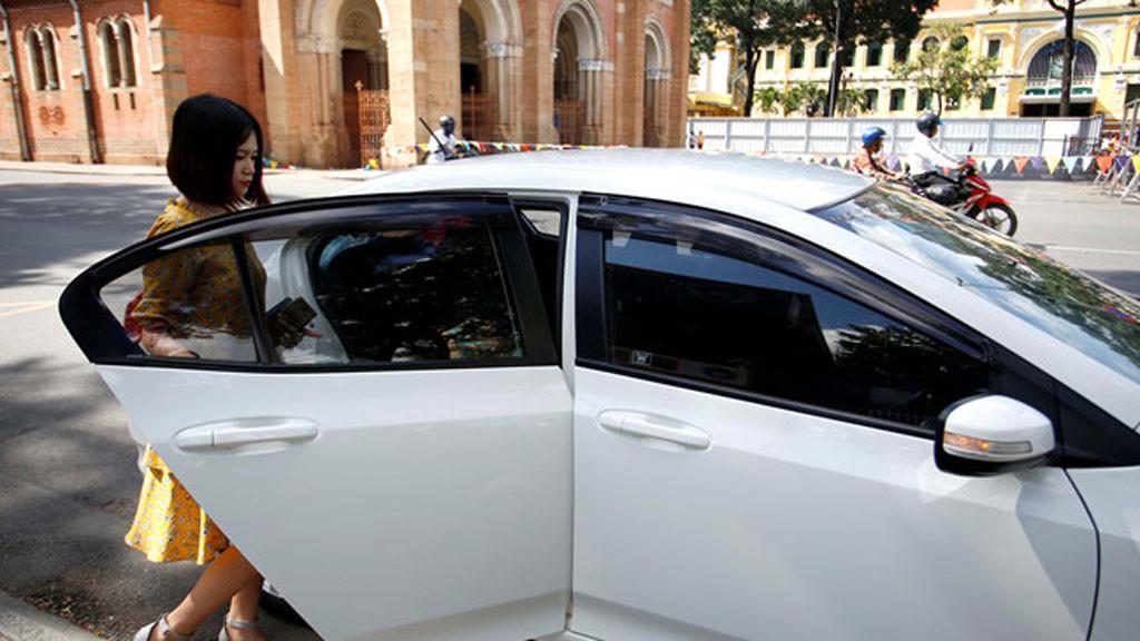 Grab đề nghị gắn đèn led phân biệt 'taxi công nghệ' và 'taxi truyền thống' Ảnh 1