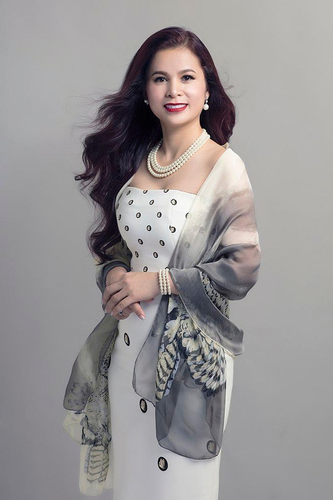 Phong cách thời trang của bà Lê Hoàng Diệp Thảo Ảnh 2